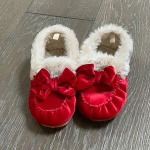 🆕 Baby Gap Red Faux Fur Slippers